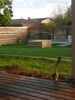 Clôture, puit et terrasse